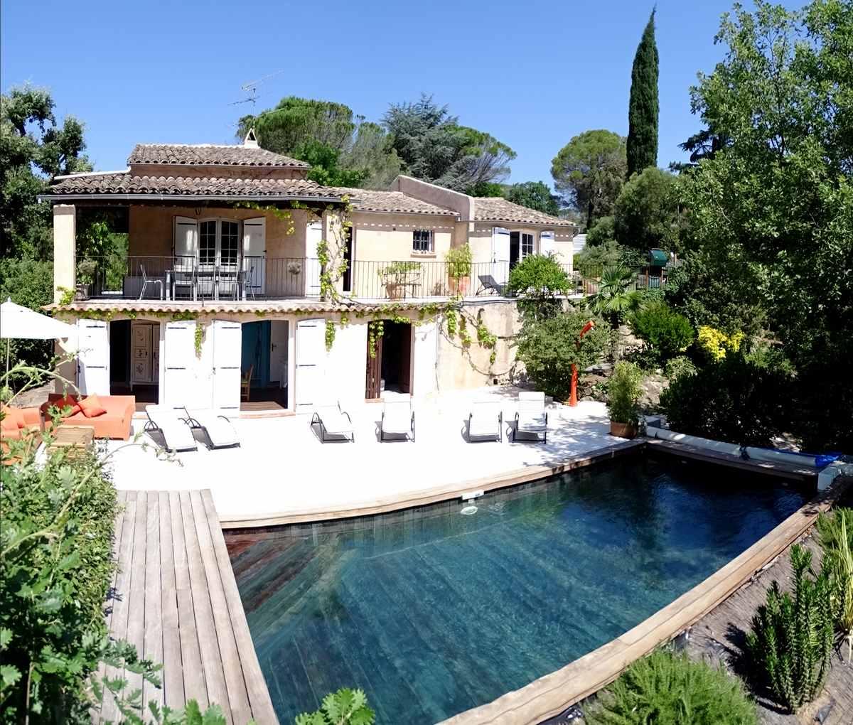 Location villa avec piscine saint raphael entre mer et golfs.